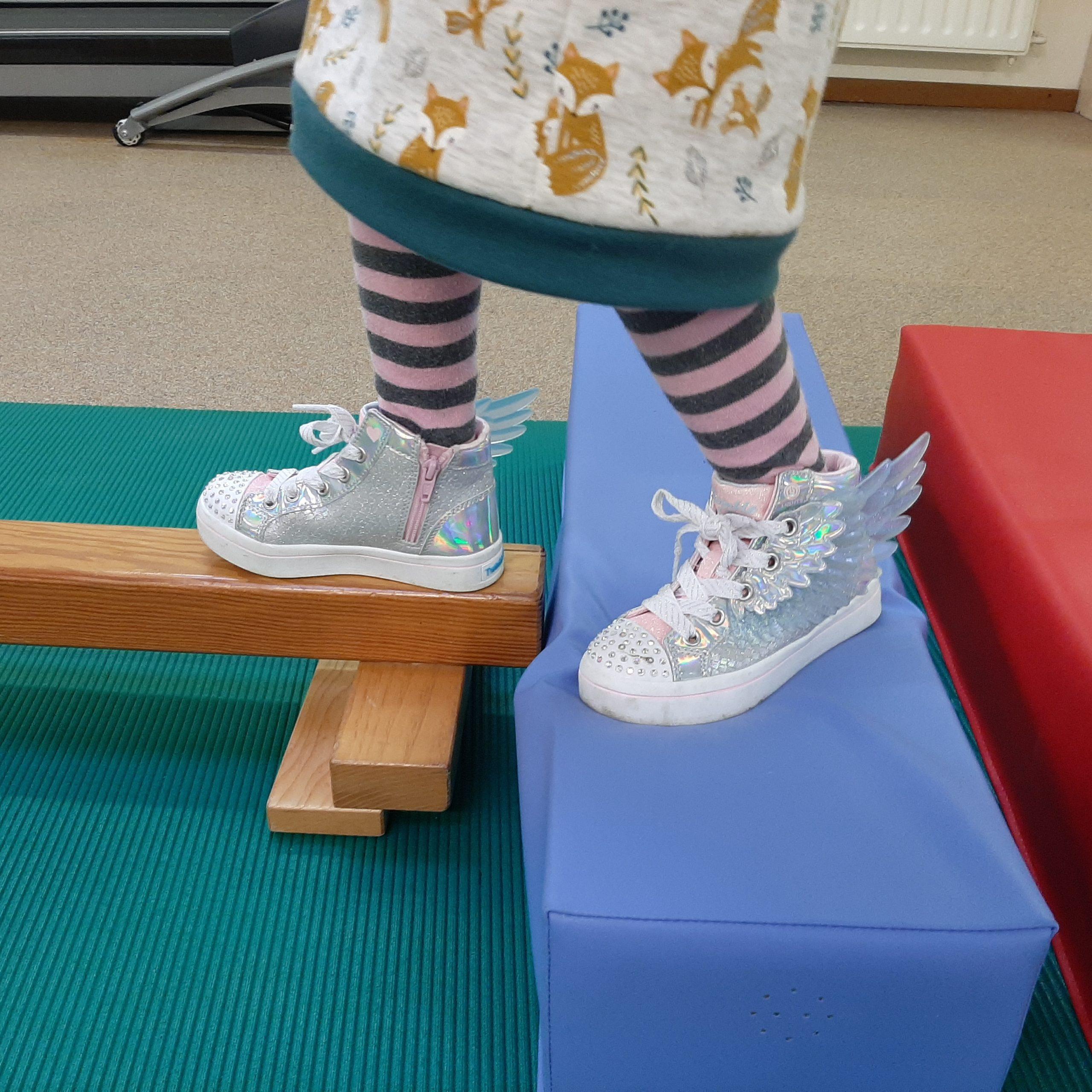 kinderfysiotherapie Breda, grote motoriek, gave schoenen,